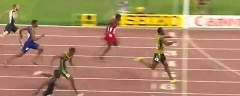 Усейн Болт победтл в забеге на 200 м на ЧМ 2015 в Китае